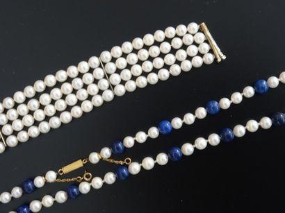Long collier de perles de culture alternées...