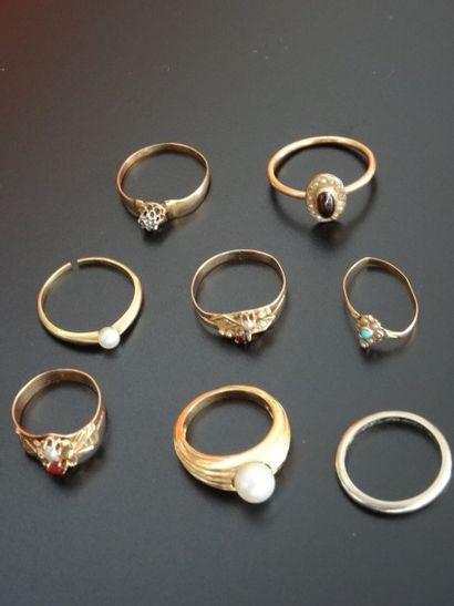 Ensemble de huit alliances et anneaux en...