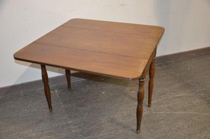 Table à volets en acajou et placage d'acajou  Pieds Jacob, un tiroir latéral  Epoque...