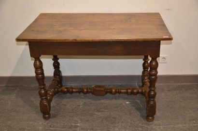 Table en noyer de style Louis XIII  XIXe siècle  H. 76 cm L. 110 cm P. 60 cm
