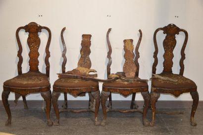 Suite de quatre chaises en bois sculpté de...