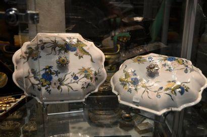 Deux couvercles de légumiers en faïence   XVIIIe siècle  L. 31 cm l. 24 cm