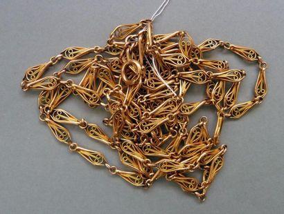 Long sautoir ancien en métal plaqué or