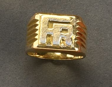 Chevalière en or jaune 18K (750/°°) monogrammée...