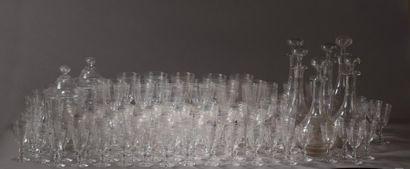 Service de verres à pied en cristal, monogrammé...