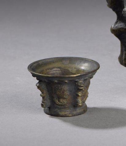 Petit mortier dit à poison en bronze. Corps...