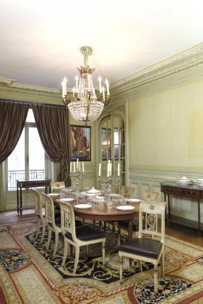 Table de salle-à-manger en acajou et placage...