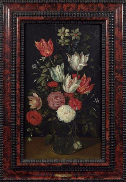 Attribué à Catarina YKENS (née en 1659) Paire de bouquets de fleurs Panneaux H....