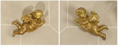 Paire d'anges en bois sculpté et doré XVIIIe...
