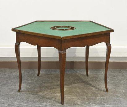 Une table à jeu pentagonale en bois naturel,...