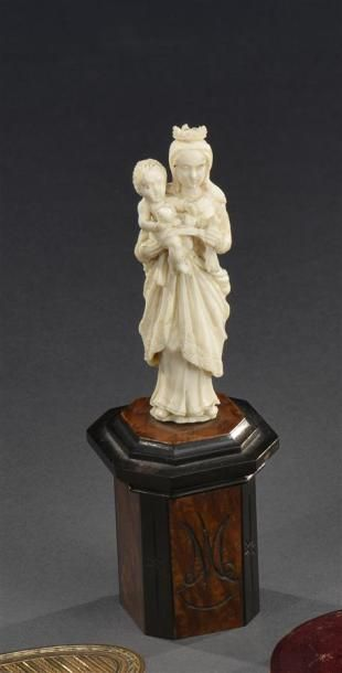 DIEPPE Vierge à l'enfant en ivoire XIXe siècle...