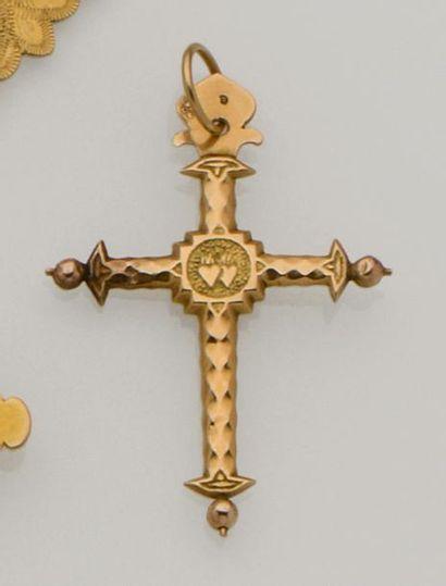 Croix dentelée savoyarde en or jaune 18K...
