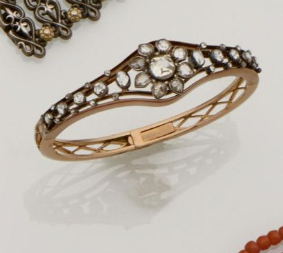 Bracelet rigide ouvrant en or rose 18K (750/°°),...