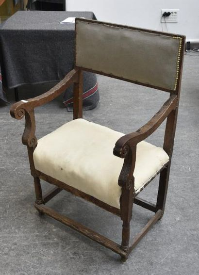 Chaise à bras en bois naturel H. 100 cm L....