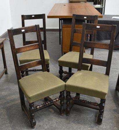 Suite de quatre chaises à dossier barrettes,...