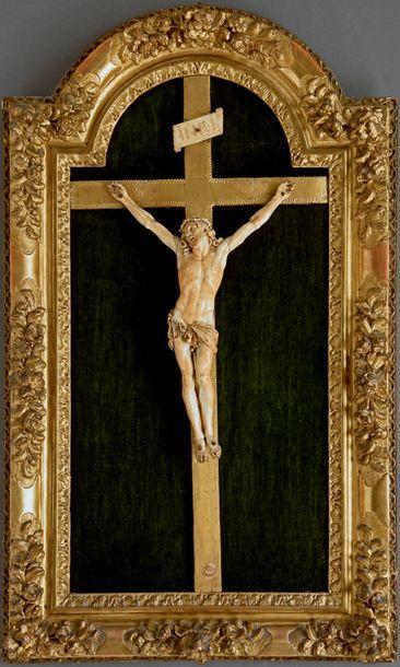 Important Christ vivant en ivoire, le périzonium...