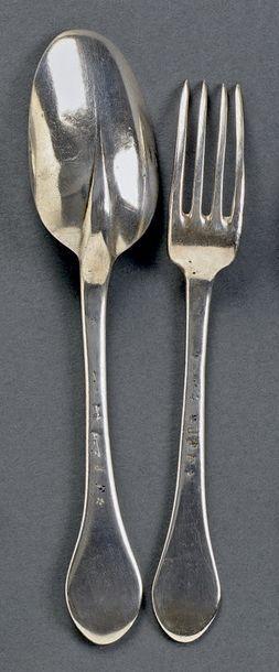 Couvert en argent forgé à queue de rat, tige plate, spatule anciennement gravée....