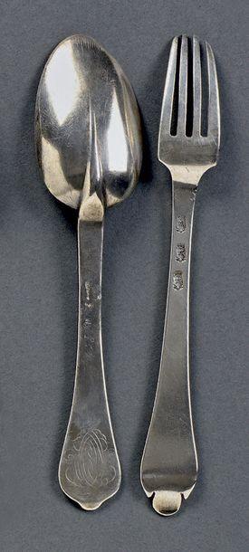 Couvert en argent forgé: - La cuillère queue de rat à spatule découpée gravée d'un...