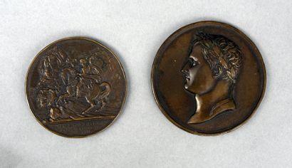 Lot de deux médailles en bronze: - Bonaparte...