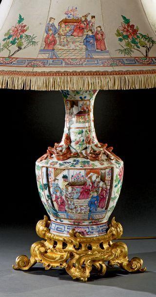 CANTON Vase balustre en porcelaine polychrome...