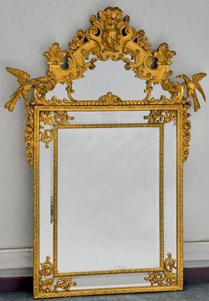 Très important miroir à parecloses en bois...