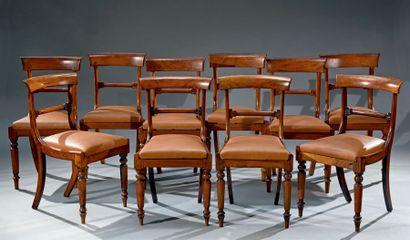 Réunion de six et quatre chaises de modèles...