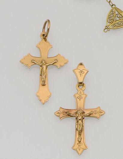 Lot de deux croix anciennes en or jaune 18K...