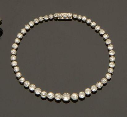 Bracelet ligne en platine (850/°°) orné de...