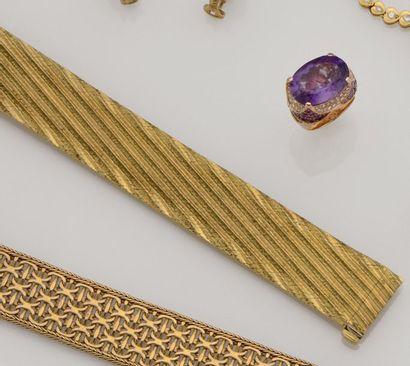 Bracelet ruban articulé en or de deux tons...