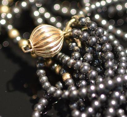 Collier multirangs de perles d'hématite alternées...