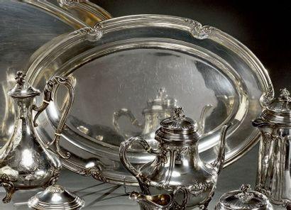 Grand plat ovale en argent à moulure de filets...