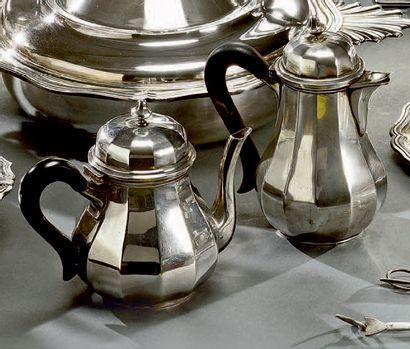Service à café ou thé en argent, de forme...