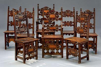 Réunion de six chaises et un fauteuil, les...