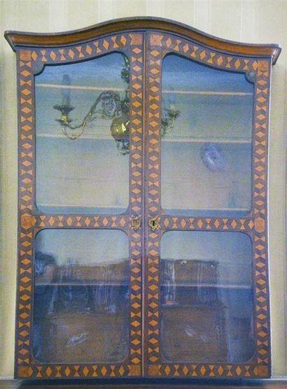 Haut de vitrine en bois de placage marqueté...