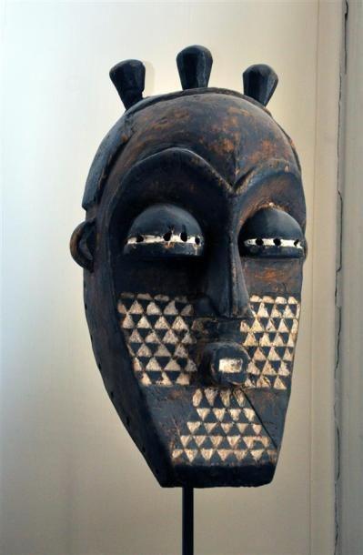 BAKELE - GABON Masque en bois sculpté peint...