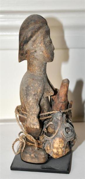 FON - BENIN Statuette en bois sculpté patiné...