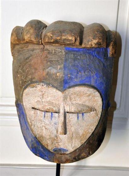 KWELE - CONGO Masque en bois sculpté polychrome...