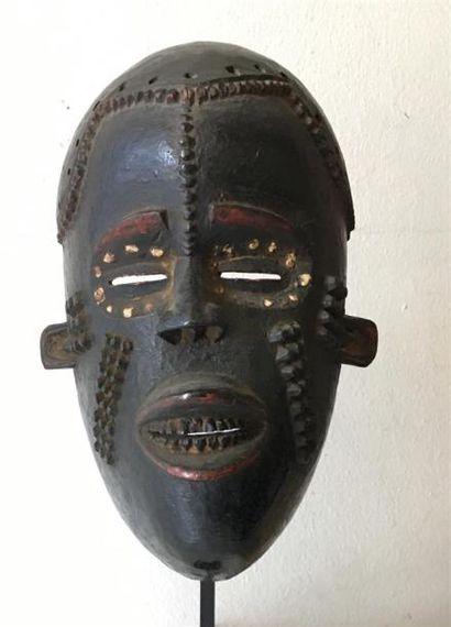 IDOMA - NIGERIA Masque en bois sculpté et...