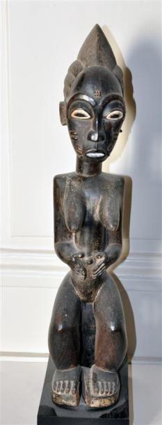 BAOULE - COTE D'IVOIRE Figure féminine assise...