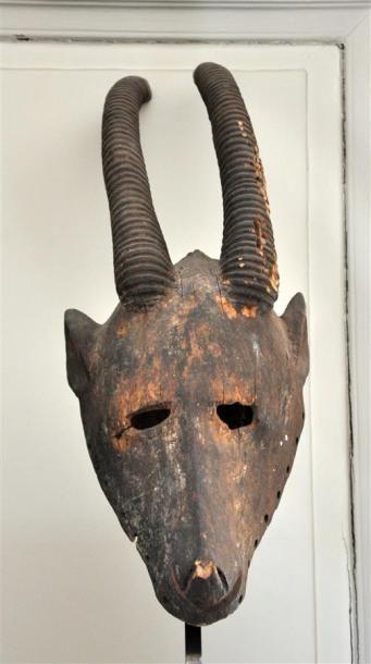 IBO - NIGERIA Masque en bois sculpté patiné...