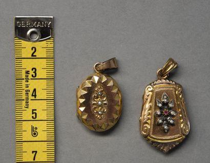Un pendentif reliquaire en or jaune 9 K...
