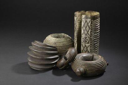 Cinq ornements en bronze Afrique de l'Ouest...