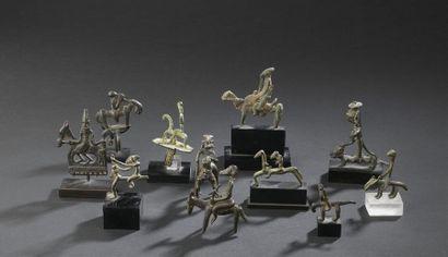 Suite de onze figurines en bronze Afrique...