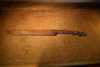 Couteau à banane en bois Gabon L. 47 cm Provenance...