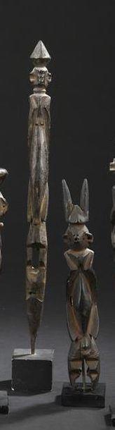 Suite de trois statuettes Wurkun, kundul...