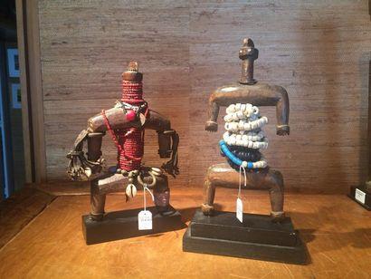 Deux poupées Namji Cameroun H. 23 à 24 cm...