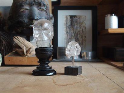 Suite de deux crânes en cristal de roche...