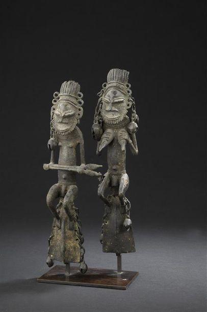 Paire de figurines en bronze, Edan Nigeria...