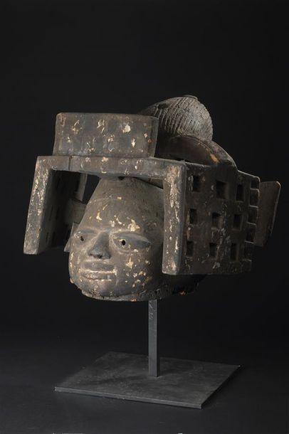 Masque Yorouba, Gélédé Nigeria H. 37 cm Publication...