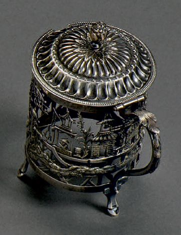 Moutardier en argent à rare décor de pagodes...